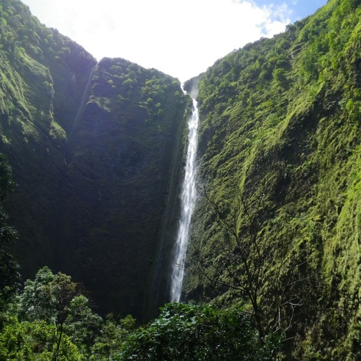 Hiilawe Waterfall